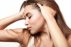 Девушка с длинными естественными волосами Стоковые Изображения