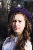 Девушка с длинными красивыми волосами с шляпой Стоковое Изображение RF