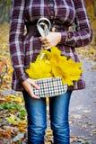 Девушка с листьями Стоковое Фото