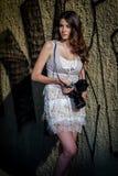Девушка с камерой стоковые фотографии rf
