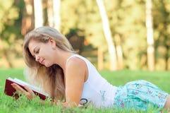 Девушка с книгой Стоковое Фото