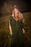 Девушка с ковбойской шляпой стоковая фотография rf
