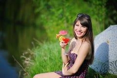 Девушка с коктеилом Стоковая Фотография RF