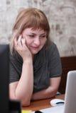 Девушка с компьютером Стоковая Фотография RF