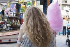 Девушка с конфетой хлопка Стоковое Фото