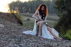 Девушка с копьем на реке стоковая фотография rf