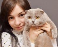 Девушка с котом Стоковые Изображения