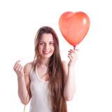 Девушка с красным сердцем воздушного шара Стоковое Изображение RF