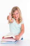 Девушка с кучей книг и большого пальца руки вверх Стоковое Изображение