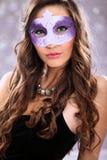 Девушка с маской масленицы стоковые изображения rf