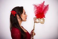 Девушка с маской стоковое изображение rf
