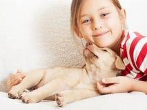 Девушка с милым щенком Стоковые Фото