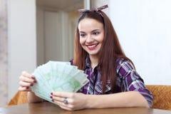 Девушка с много евро в доме Стоковые Изображения