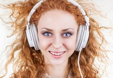 Девушка с наушниками Стоковое Изображение RF