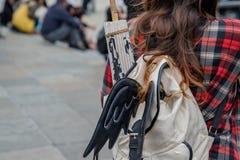 Девушка с новыми & старыми традициями Стоковое Изображение RF