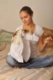 Девушка с обручем в руке Стоковое Фото