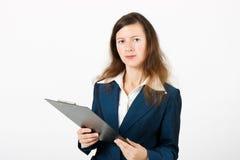 Девушка с доской сзажимом для бумаги Стоковая Фотография RF