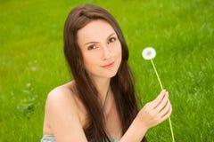 Девушка с одуванчиком Стоковая Фотография RF