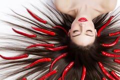Девушка с перцами chili Стоковая Фотография RF