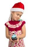 Девушка с пирожным праздника стоковые фотографии rf