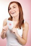 Девушка с поздравительной открыткой Стоковые Фото