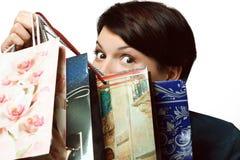 Девушка с покупками в сумках, Shopaholic, пакетами с вещами Стоковое Изображение RF