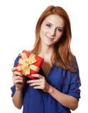 Девушка с присутствующей коробкой. стоковая фотография rf