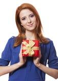 Девушка с присутствующей коробкой. стоковое изображение rf