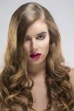 Девушка с пропуская портретом волос и чувственное стоковые изображения