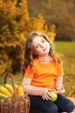 Девушка с плодоовощ Стоковые Изображения RF