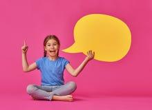 Девушка с речью шаржа Стоковые Изображения RF