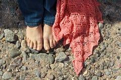 Девушка с розовой шалью Стоковое Фото