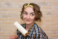 Девушка с роликом Стоковое Изображение RF
