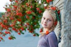 Девушка с рябиной Стоковая Фотография RF