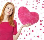 Девушка с сердцем игрушки стоковые изображения