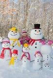 Девушка с снеговиками стоковое изображение