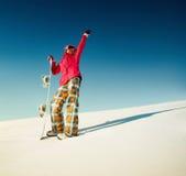 Девушка с сноубордом на снеге Стоковое Изображение RF