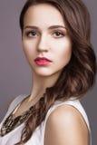 Девушка с совершенной кожей и розовыми губами Стоковое Изображение RF