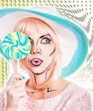 Девушка с составом в стиле искусства, шляпы и леденца на палочке шипучки покрашено Стоковая Фотография RF
