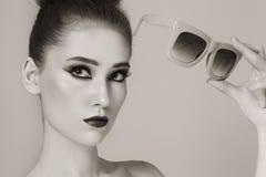 Девушка с солнечными очками Стоковая Фотография