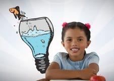 Девушка с стеклянной лампой и рыбами идеи стоковые фото