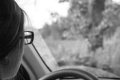 Девушка с стеклами за рулем Стоковая Фотография