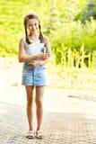 Девушка с стойками книги Стоковое фото RF