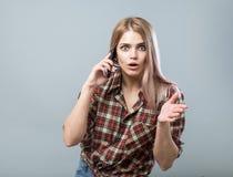 Девушка с телефоном Стоковые Фотографии RF