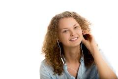 Девушка слушая к концу-вверх музыки Стоковые Фотографии RF