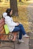 Девушка слушая к музыке Стоковое Фото