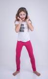 Девушка слушая музыка на наушниках Стоковые Фотографии RF