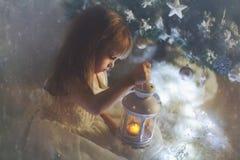 Девушка с фонариком Стоковые Изображения