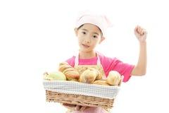 Девушка с хлебом стоковые изображения rf