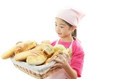 Девушка с хлебом стоковое изображение rf